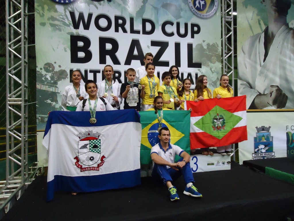 equipe completa no podium