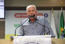 Natal Lira em pronunciamento na reunião desta terça-feira (21). Foto: Imprensa/Câmara Brusque